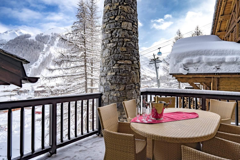Cristal A - table sur le balcon - vue panoramique