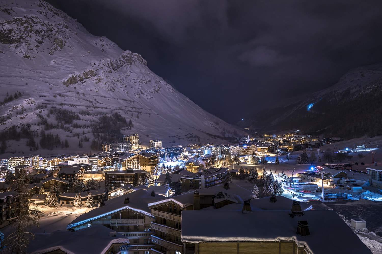 Cristal A - vue panoramique village de nuit
